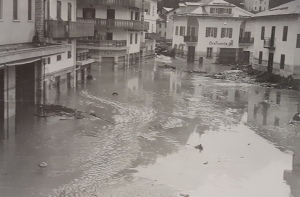 Piazza Dogliani alluvione 1966