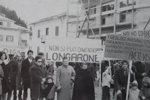 Proteste contro la diga.