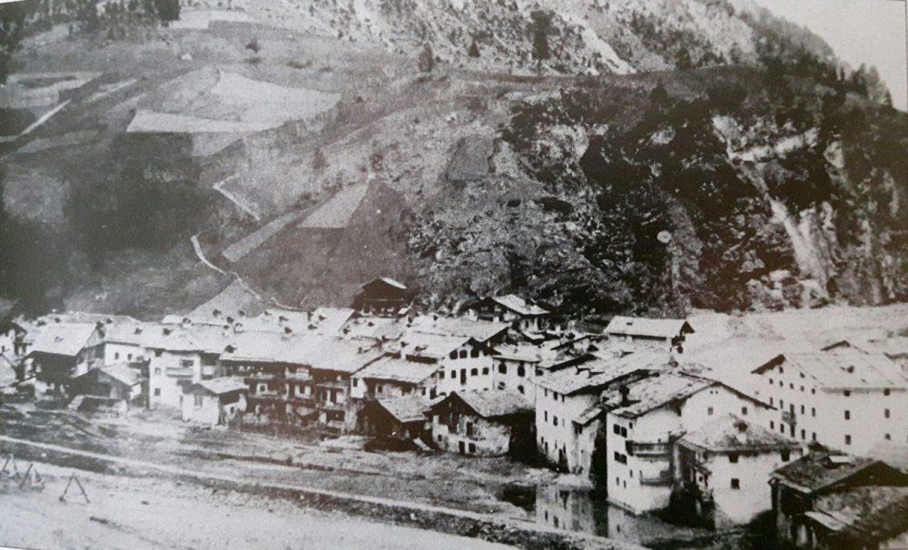 1894 - proseguono i lavori per la realizzazione dell'argine sul fiume Cordevole.